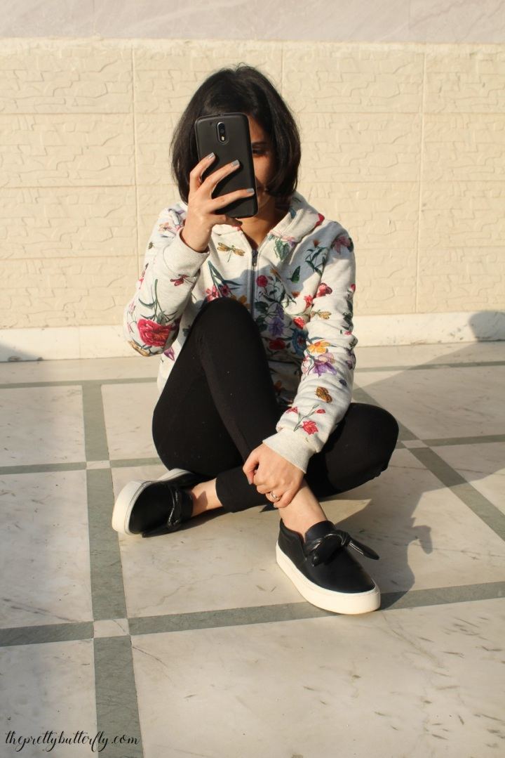 WINTER LAZY GIRL CASUAL OUTFIT & SNEAKERS WITH BOW